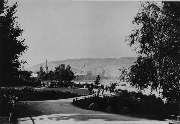 Und noch ein weiteres historisches Bild unbekannten Datums von der Uferpromenade im Arboretum.