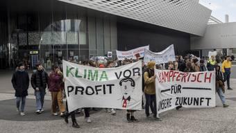 Demonstration in Basel zu Klimaschutz und anderes, Marsch vom Messeplatz bis zu Syngenta beim Badischen Bahnhof