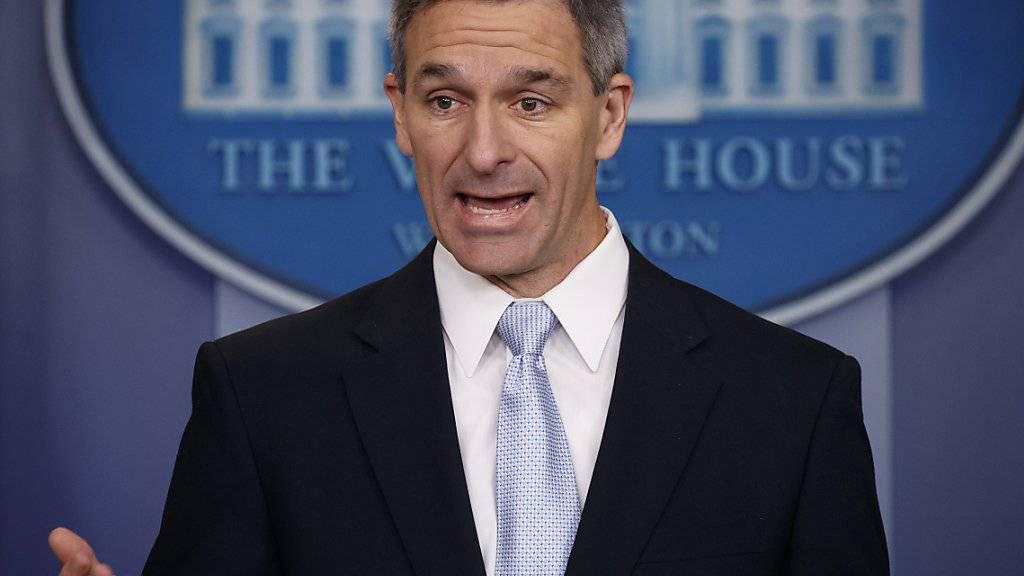 Ken Cuccinelli, kommissarischer Leiter der US-Einwanderungbehörde, hat die Inschrift der New Yorker Freiheitsstatue umgedichtet und wird dafür kritisiert. (Archivbild)