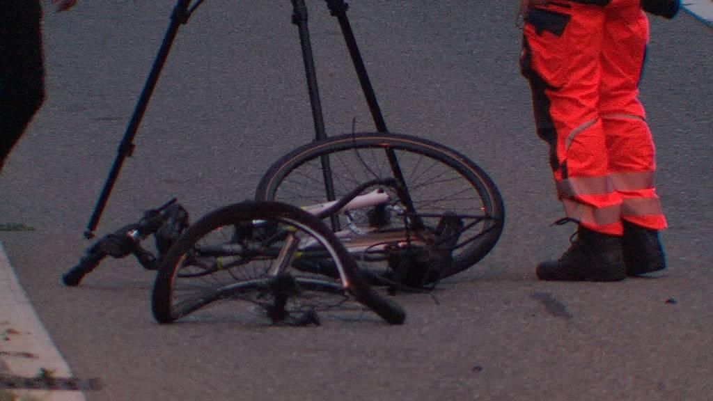 Tödlicher Verkehrsunfall in Steg: E-Bike-Fahrer stirbt nach Kollision mit Motorrad