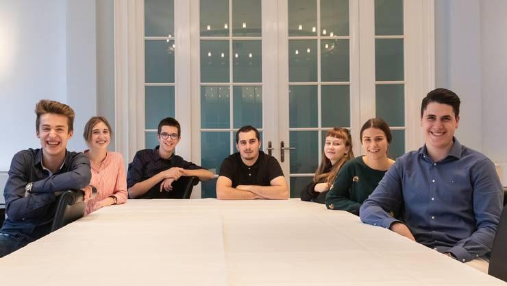Diese 7 Mediamatik-Lernenden haben das Bundesratsfoto 2019 umgesetzt.