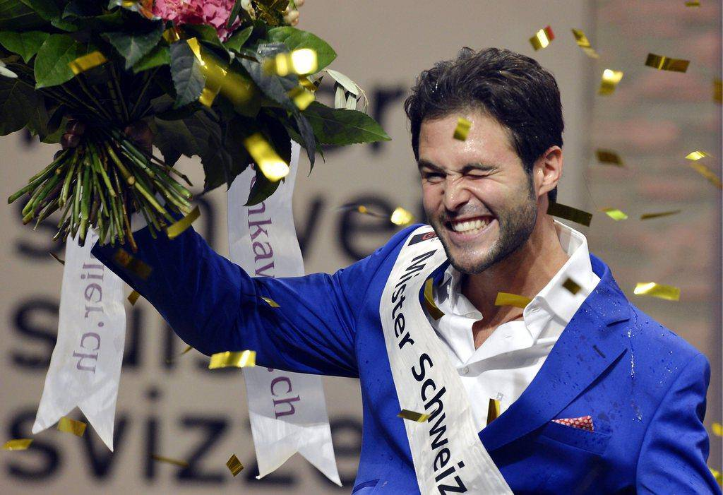 So freute sich Sandro Cavegn über die Wahl zum Mister Schweiz. (© Keystone)