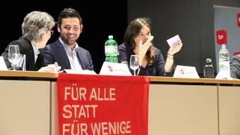 Nach dem Rücktritt von SP-Präsidenten Adil Koller treten auch die beiden Vizepräsidentinnen Samira Marti (rechts) und Caroline Rietschi (links) zurück.