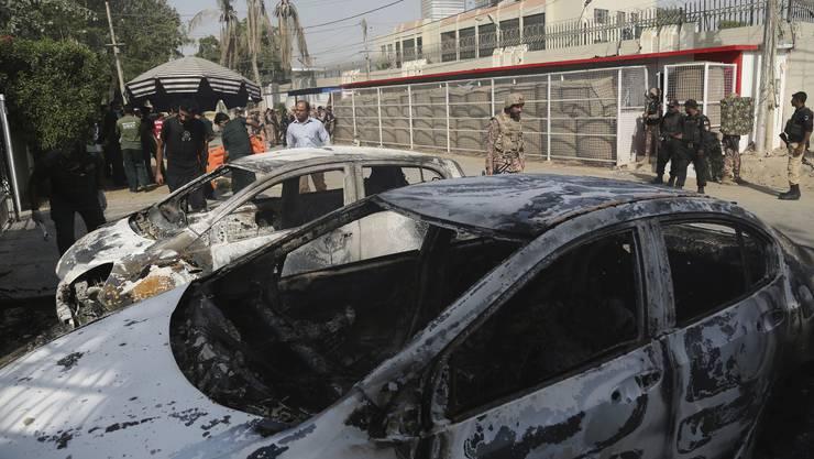 Mehrere Bewaffnete hätten am Freitag das Feuer eröffnet, sagte ein Polizeivertreter der Nachrichtenagentur AFP.