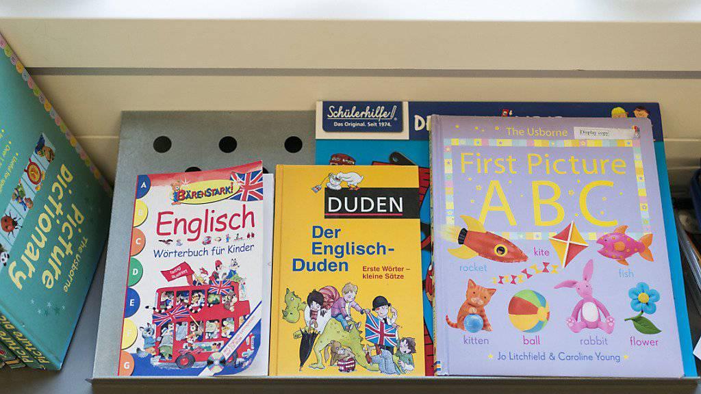 Die Luzerner Primarschulen müssen die Englischbücher nicht wegräumen: Die Stimmberechtigten haben die Volksinitiative «Eine Fremdsprache auf der Primarstufe» abgelehnt. (Archivbild)