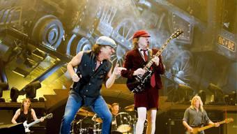 Rockband AC/DC mit Sänger Brian Johnson und Gitarrist Angus Young.