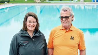 FDP-Gemeinderätin Jeanine Glarner freut sich auf die Sanierung des Freibades, Badmeister Peter Dietiker hingegen hat gemischte Gefühle.