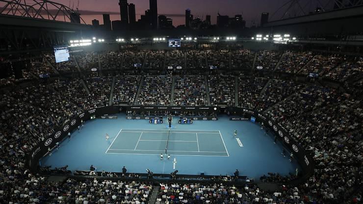 Gibt es dieses Bild im Januar? Hell erleuchtetes Stadion am Australian Open