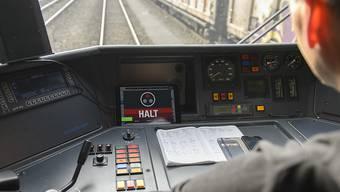 Die Einführung der modernen Führerstandsignalisierung auf der südlichen Zufahrtstrecke zum neuen Gotthardtunnel hat am Sonntag vorübergehend zu Verspätungen geführt. (Symbolbild)
