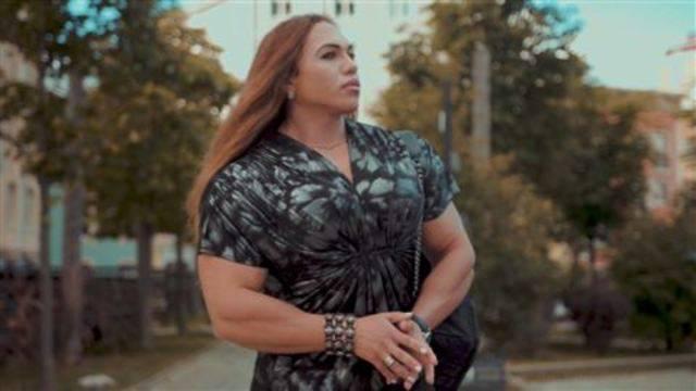 Gegen diese Bodybuilderin wollen Sie nicht zum Armdrücken antreten