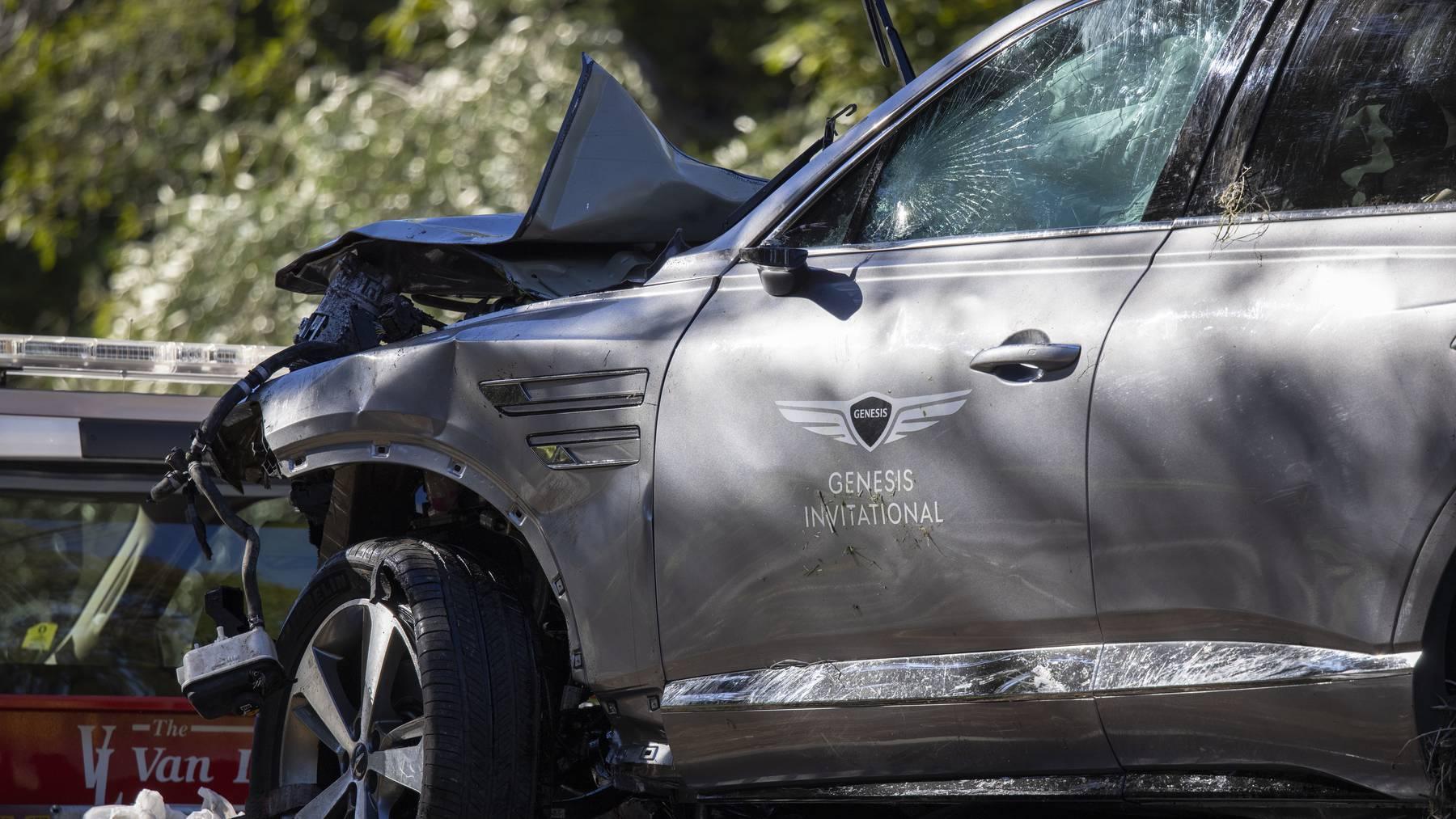 Der demolierte Rolls Royce von Tiger Woods nach dem Unfall.