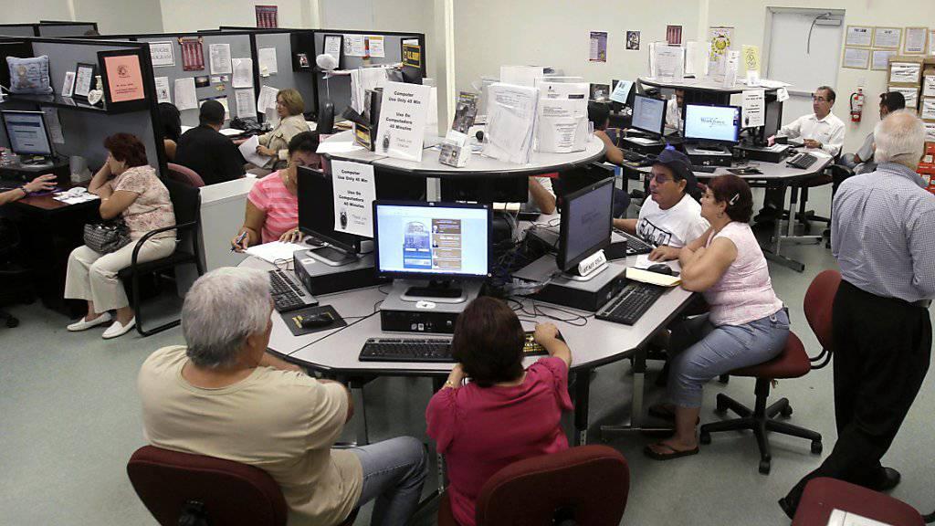 Arbeitslosenquote in den USA fällt deutlich stärker als erwartet