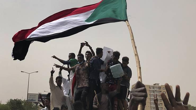 Protestierende am Sonntag in Khartum.