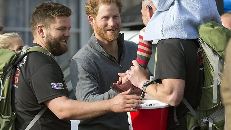 """Prinz Harry empfängt Teilnehmer """"Walk of Britain"""" in London."""