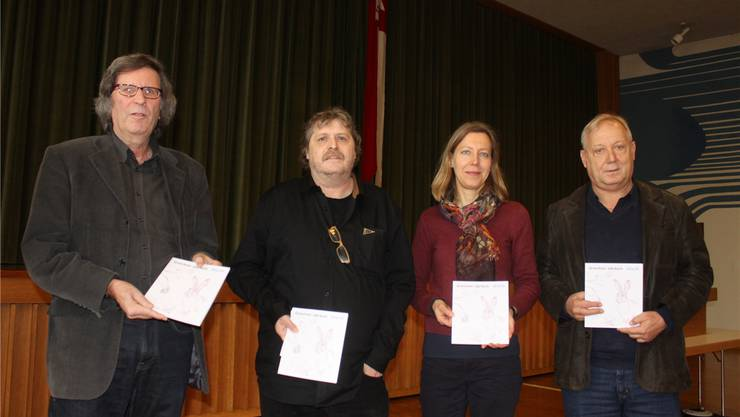 Die Redaktionskommission des Grenchner Jahrbuchs mit Thomas Schärli (Vorsitz), André Weyermann, Salome Moser Schmidt und Peter Brotschi (von links) präsentierte die druckfrische Ausgabe 2014/2015.