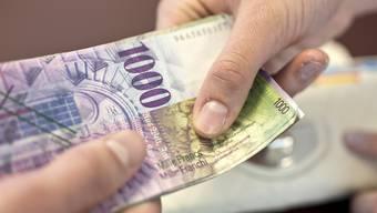 Die Frau bat den Rentner um ein Darlehen, er überwies ihr insgesamt 75'000 Franken. (Symbolbild)