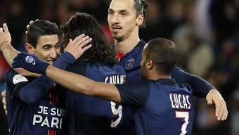 Ist mit seinen Teamkollegen von Paris St-Germain nicht zu bremsen: Zlatan Ibrahimovic (im Bildhintergrund)