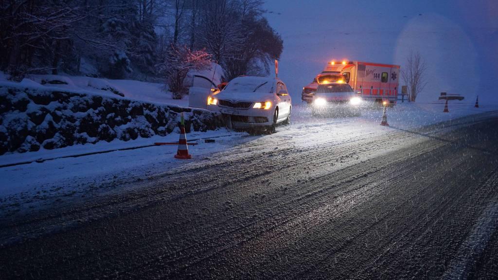 Autofahrerin nach Selbstunfall leicht verletzt