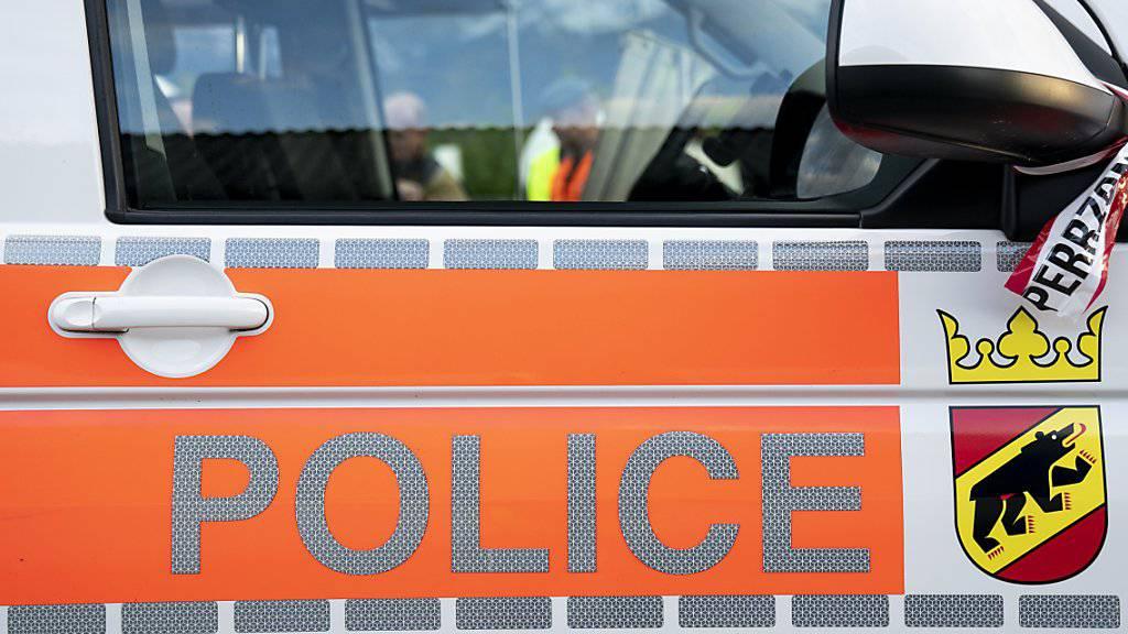 Eine Frau ist in Herzogenbuchsee BE durch Schüsse verletzt worden. Die Polizei konnte den mutmasslichen Täter festnehmen. (Archivbild)