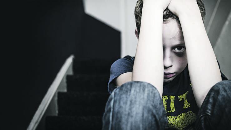 Vielen Kindern ist nicht bewusst, dass es falsch ist, wenn ihre Eltern sie verprügeln.