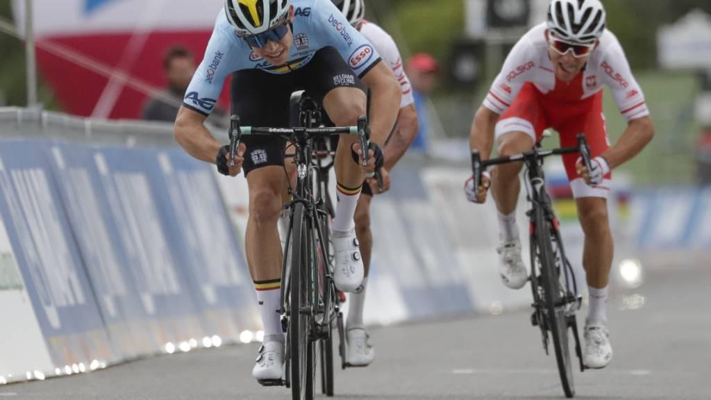 Wout van Aert (vorne) will am Sonntag als Erster über die Ziellinie fahren.