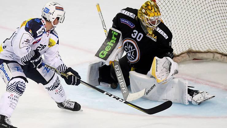 Ein starker Elvis Merzlikins rettet Lugano mit starken Paraden den Derbysieg