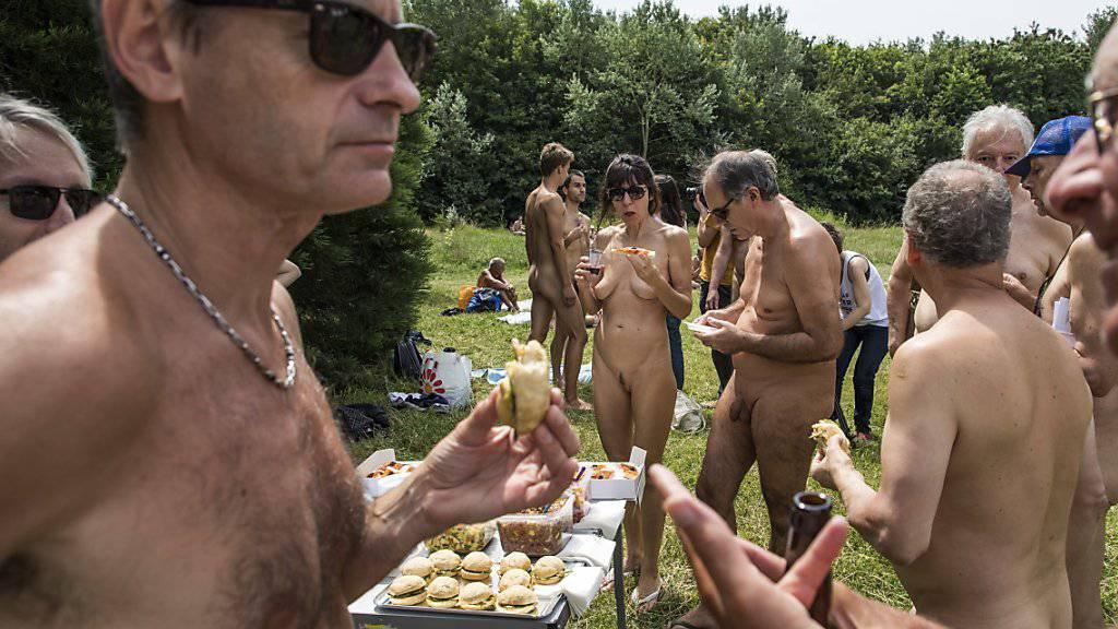 Nudisten bei einem Picknick in Paris im Juni 2018. (Archivbild)