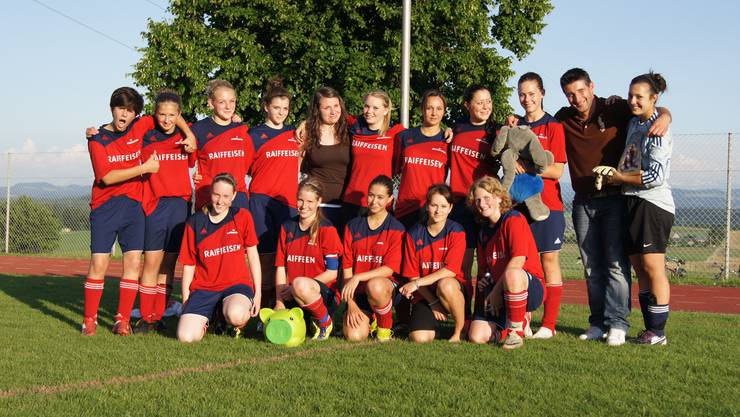 Juniorinnen Team FC Schönenwerd Gewinn Meisterschaft 2012.jpg