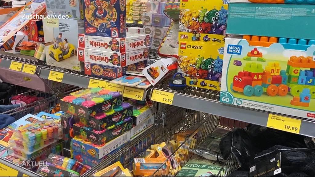 Trotz Verbot Kleider und Spielsachen verkauft