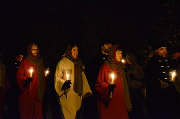 Von der Reformierten Kirche ziehen die Sternsinger weiter zur Kirche St