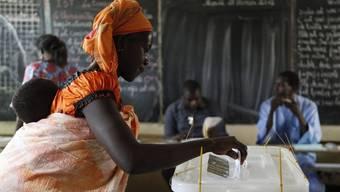 Stimmabgabe in einem Wahllokal in Dakar