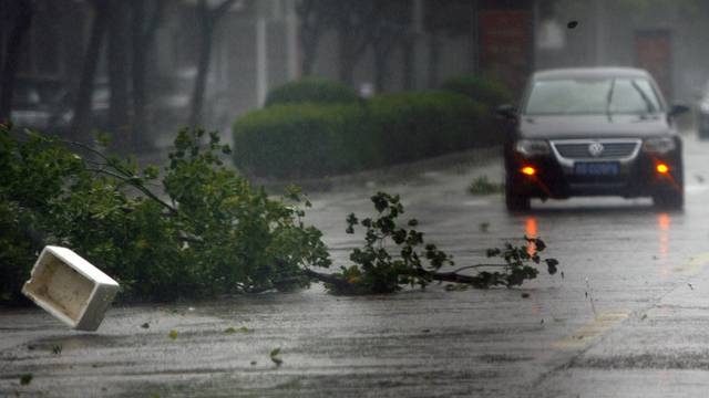 Die Vorboten des Sturmes haben Shanghai bereits erreicht