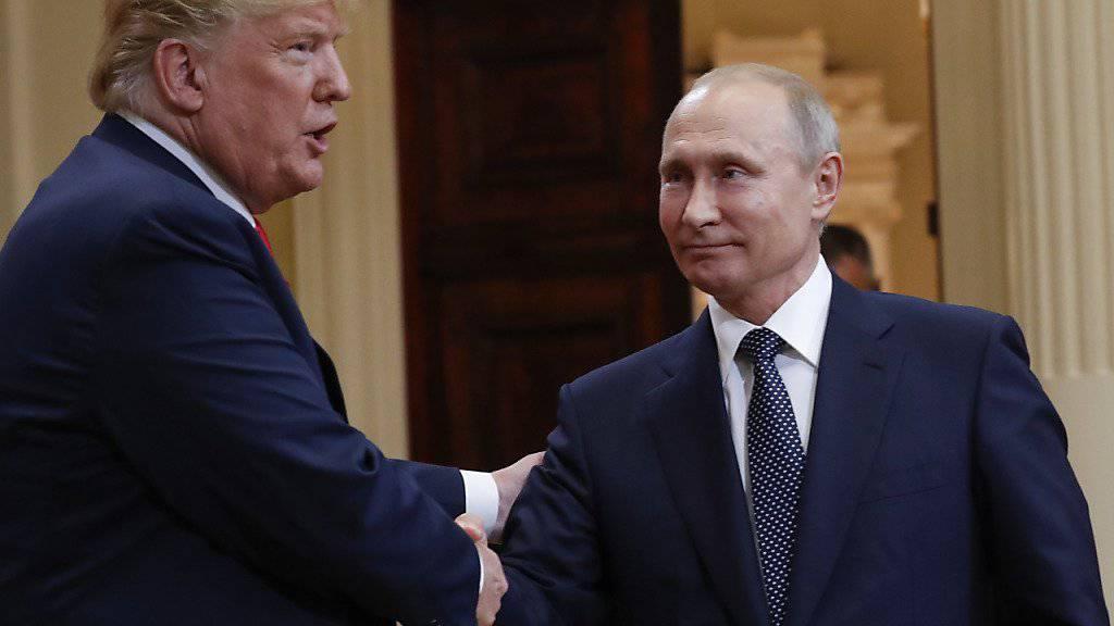US-Präsident Donald Trump (links) und Russlands Präsident Wladimir Putin brechen einen neuen Streit vom Zaun - diesmal um das Waffenarsenal. (Archivbild)