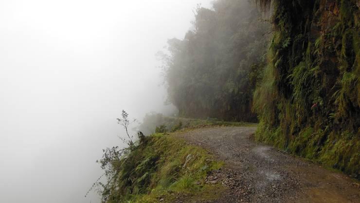 Nebel und morastiger Untergrund erschweren die Fahrt zwischen La Paz und Coroico