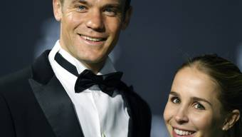 Torhüter Manuel Neuer (l) und Nina Neuer haben am 20. Juni 2017 im süditalienischen Monopoli kirchlich geheiratet (Archiv)
