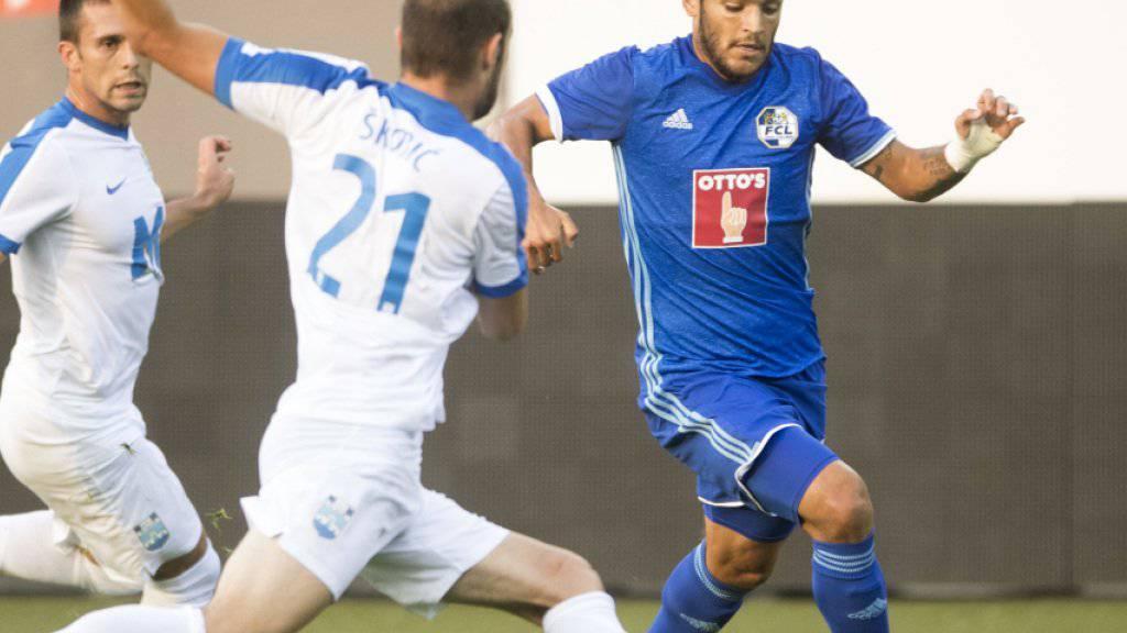 Der Luzerner Francisco Rodriguez (rechts) im Zweikampf mit einem Kroaten