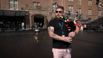 Einblick in die Proben fürs Basel Tattoo 2019 – Im Video: die «Red Hot Chilli Pipers» einmal solo, einmal mit den «International Highland Dancers» sowie der traditionelle Löwentanz der chinesischen Formation «The Wind Band and Dancers of the Water Supply and Drainage Company of Shijizhunag».