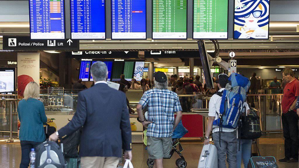 Ihre Zahl stieg um 6 Prozent im Vergleich zum ersten Semester 2015: Lokalpassagiere am Flughafen Zürich.