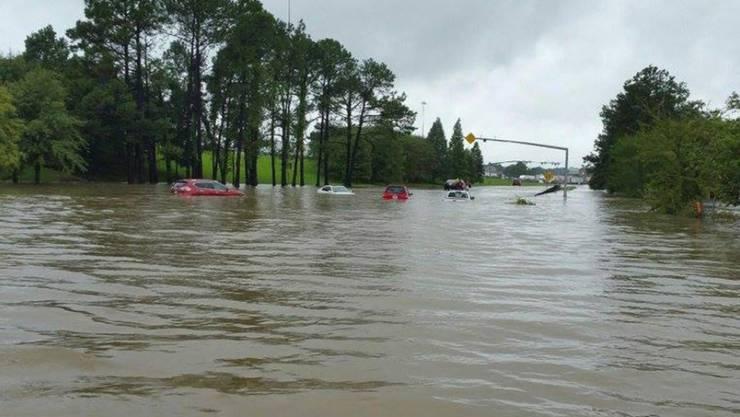 In Louisiana stehen aufgrund von massiven Regenfällen ganze Landstriche unter Wasser. Besonders schwer betroffen ist die Gegend um Baton Rouge.