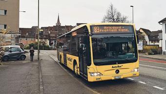 Der 83er-Bus bei der Haltestelle Gestadeckplatz, die Fahrgäste nun anstelle der Station Wasserturmplatz benützen können.