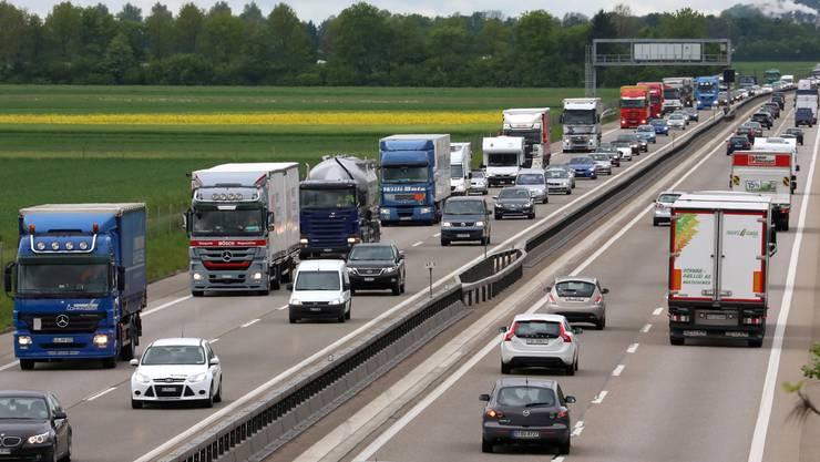 Autopendler sollen ihre Fahrtkosten zwischen Wohn- und Arbeitsort nur noch bis maximal 5000 Franken von den Steuern abziehen können. (Symbolbild)