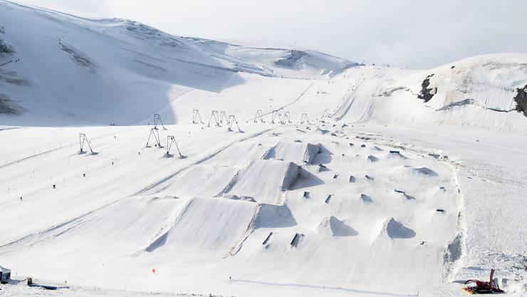 Snowparks sind für viele junge Erwachsene die grösste Attraktion in den Skigebieten: Sie sind aber nicht ohne Risiken. Jedes Jahr kommt es in Parkanlagen zu 4800 Unfällen. (Archivbild)