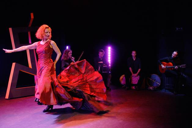 Brigitta Luisa Merki tanzt im Stück «Afan» 2006.