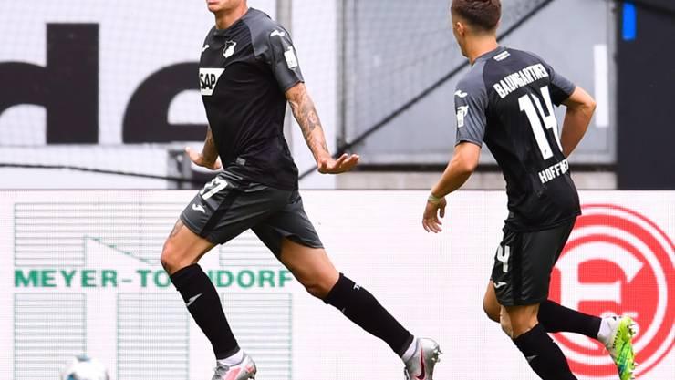 Steven Zuber (links) hat Hoffenheim in Düsseldorf soeben in Führung gebracht
