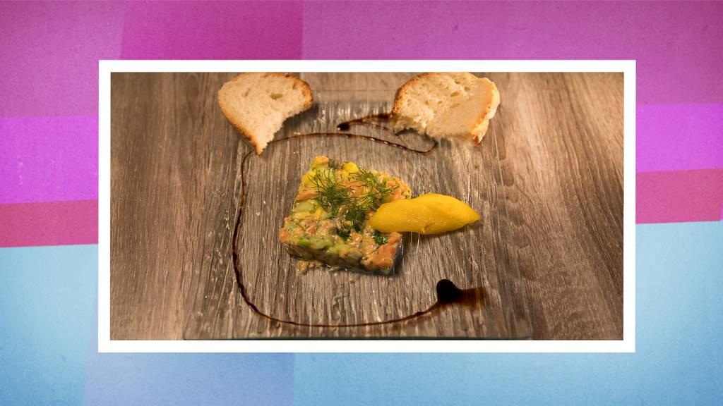 Rauchlachs-Mangotatar mit selbstgebackenem Brot