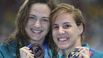Die erfolgreichen Schwestern Campbell nach dem 100-m-Crawlrennen: rechts Weltmeisterin Bronte, links die zwei Jahre ältere Cate (Bronze)