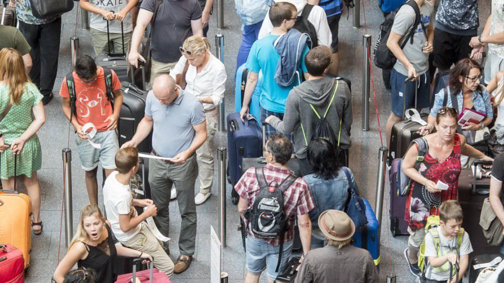 Von Januar bis Juni nutzten 12,2 Millionen Passagiere den Flughafen Zürich.