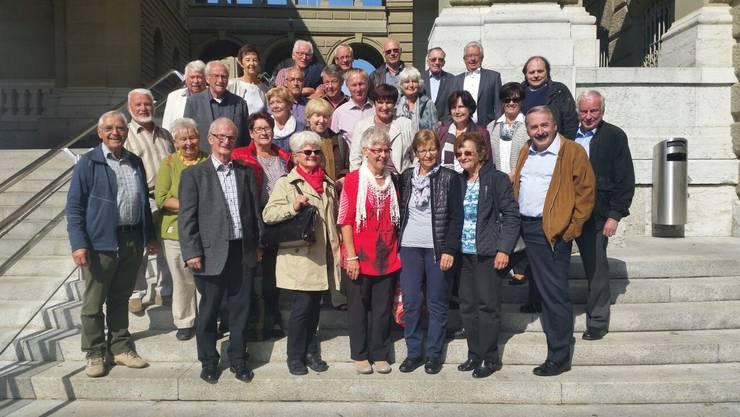 Die TVG-Ehrenmitglieder auf der Bundeshaustreppe