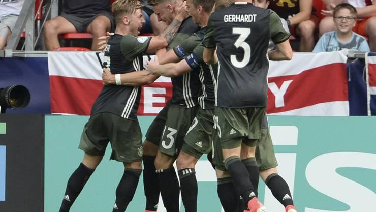 Die Deutschen feiern den Einzug in den U21-EM-Final
