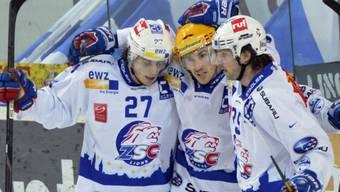Roman Wick (links) sorgte mit zwei Toren für die Wende